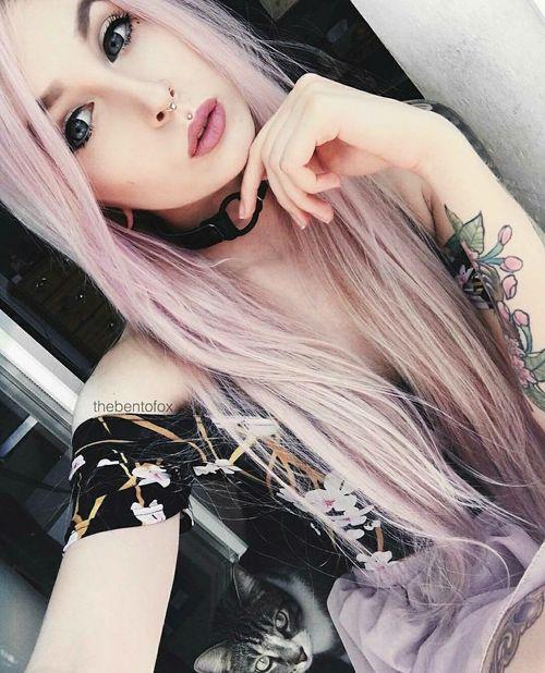 Imagen de girl, Piercings, and pink