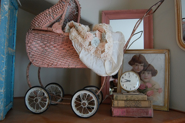 Pretty French carriage vignette.