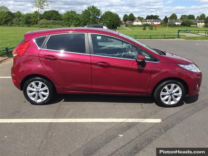 *MAKE /MODEL /YEAR*. Used 2011 Ford Fiesta ZETEC for sale in West Midlands | Pistonheads