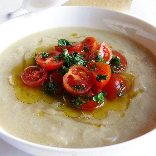 Zuppa fredda di fave secche con ciliegini al basilico