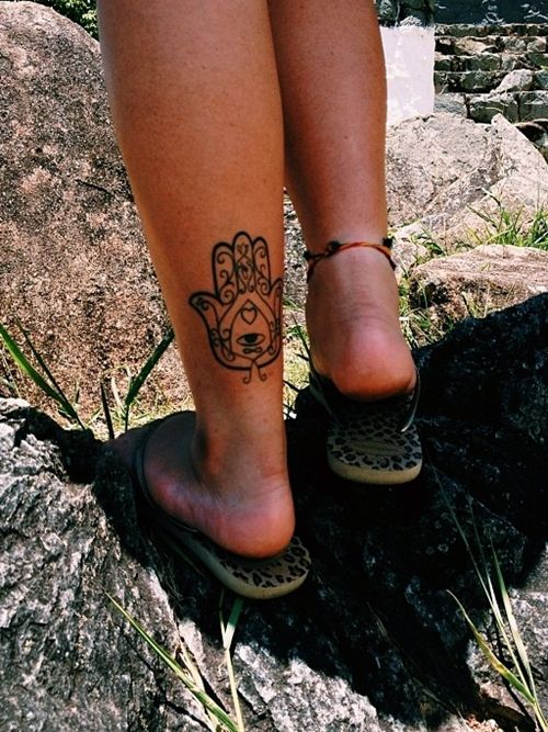 I've been really wanting a Hamsa tattoo and I like the placement of this one.