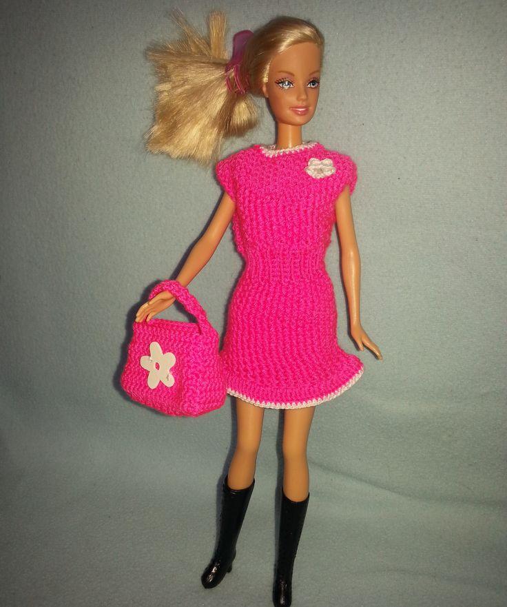 """<span>Růžové šaty + kabelka pro Barbie   <a href=""""https://static2.flercdn.net/i3/products/9/9/4/318499/0/2/1/8256120/gpssvtuagxqady.jpg"""" target=""""_blank"""">Zobrazit plnou velikost fotografie</a></span>"""