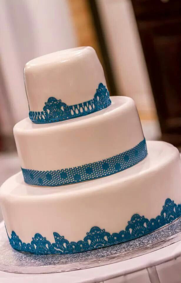 Wedding cake white with turquoize lace-santo Weddings by mk