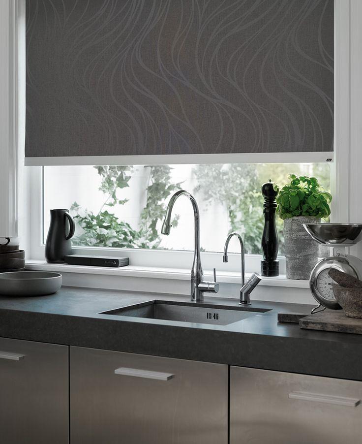 Las cortinas enrollables son perfectas para espacios de tu casa como la cocina.