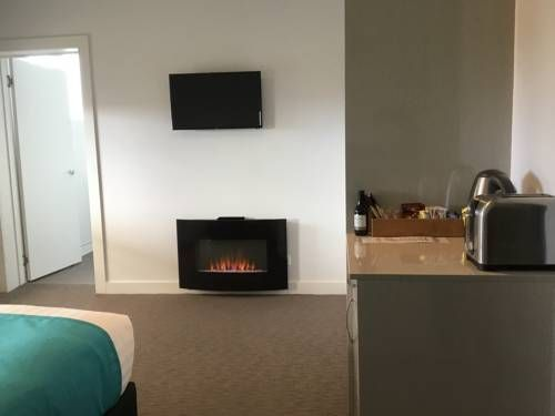 Beach Hotel Burnie Located in Burnie, Beach Hotel features terrace offering sea views, an on-site restaurant and a bar. All rooms include free WiFi.  Guest can watch live sports, play a game of 8-ball or just relax with a drink at the bar.