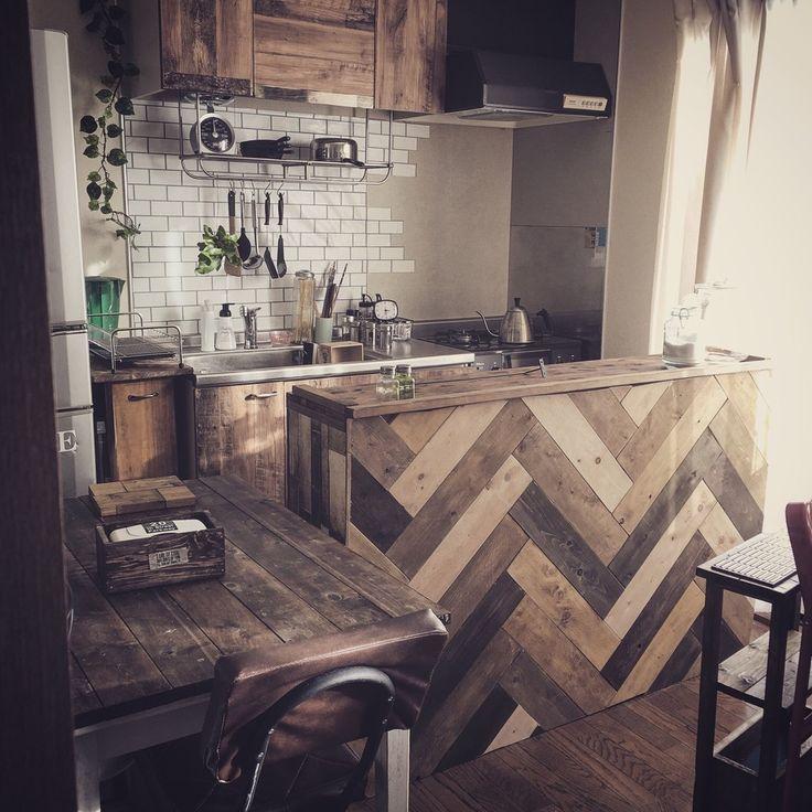 賃貸アパートの狭いキッチン、賃貸だけどインテリア楽しみたいですよね!まずはキッチンから(^-^) 原状回復OKな楽しみ方と、今回はカラーボックスを使った、ヘリンボーンのキッチンカウンターを作りました(^-^)