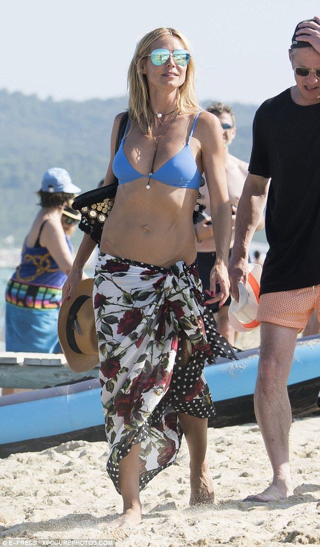 7beab7704cb Heidi Klum 42 Flaunts Flat Stomach In A On St Tropez Yacht Yachts And Flats
