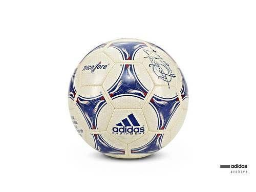 adidas Tricolore bola resmi Piala Dunia 1998 yang diadakan di Perancis