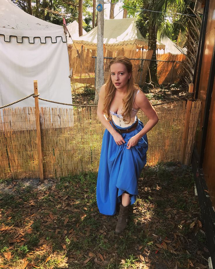 Its Time Travelers / Steampunk weekend so I was Dolores today. YEE. HAW. . . . #renaissance #renfest #floridarenaissancefestival #cosplay #westworld #hbo #western #yeehaw #boots #costume #weekend #florida