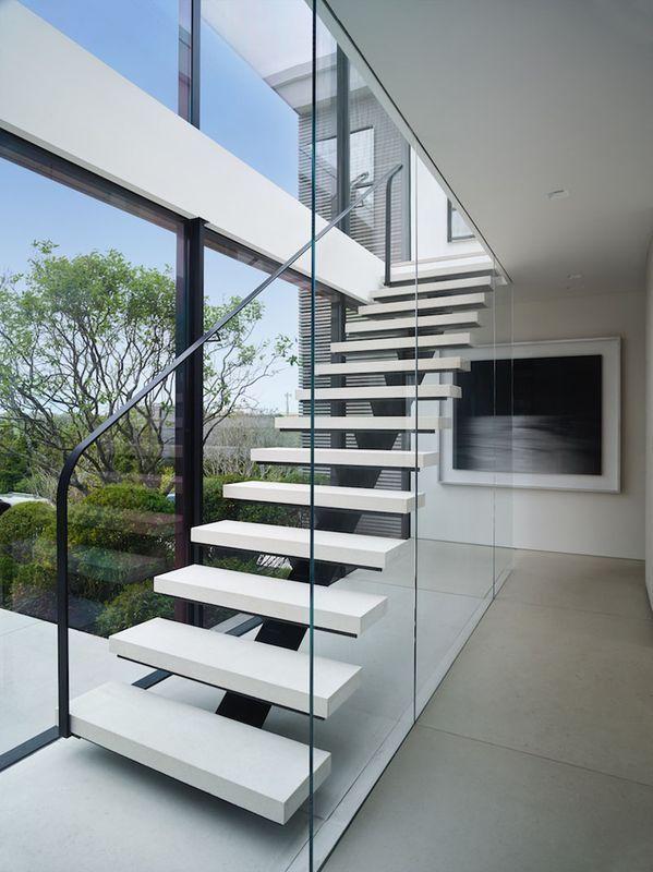 Maison en bois avec de grands espaces vitrés bordant l'océan à New York | Construire Tendance