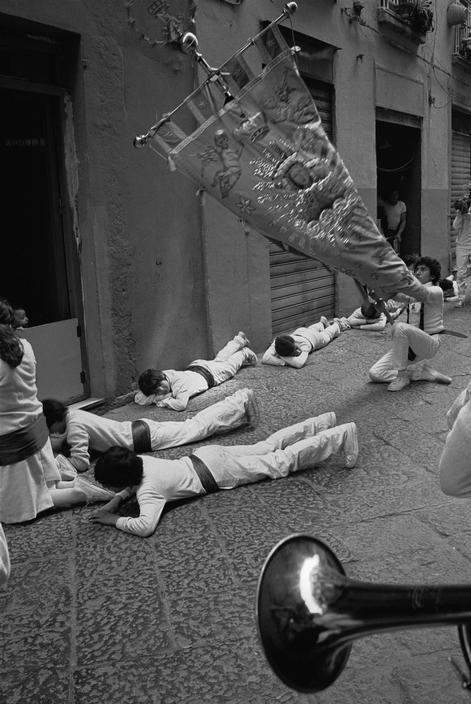 John Vink, Naples. 22/04/84. Fuienti. Pilgrims during Easter celebrations.