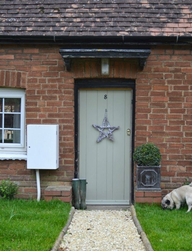 West Egg Blog simple star wreath for the front door. Painted French gray farrow & ball.