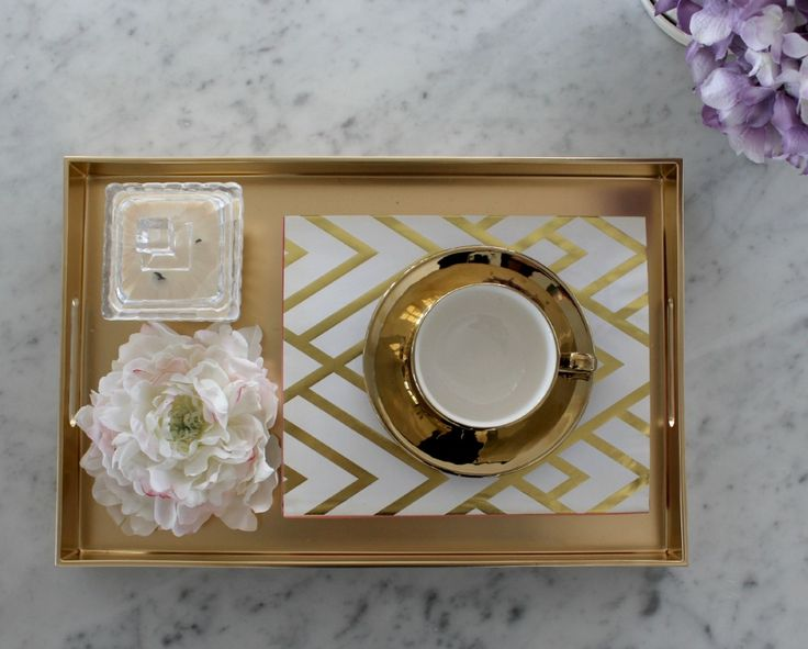 DIY Gold Tray - Make this stunning tray with spray paint #kmarthack