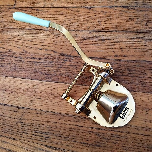 Worldwide Shipping!Original burns of London vibrato tailpeice, to point, no rout required. Correct for vintage astro/ duo/ sparkle/ firebird/ roc jet guitars, as well as the corvette. Perfect condition, no issues.-enjoy!