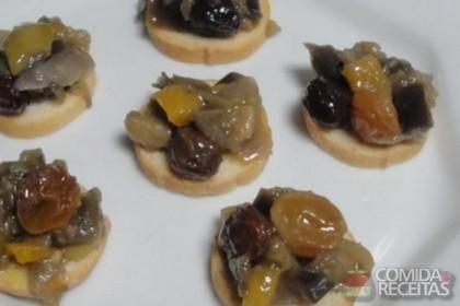Receita de Torrada com antepasto de berinjela e pimentão em receitas de paes e lanches, veja essa e outras receitas aqui!