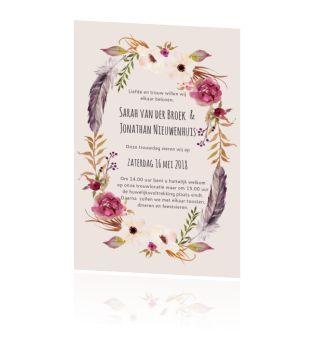 Trouwkaart bij thema Boho Chic met bloemen en veren