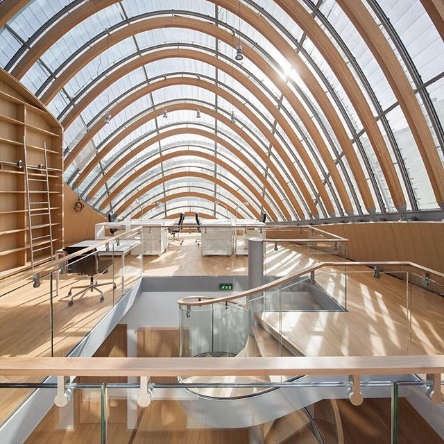 The sky is no limitation for architect Renzo Piano. We love the architectural striations of the ceiling at the Pathe Foundation. #CernoInspiration