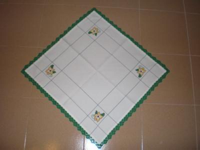 toalha_bordada_a_ponto_cruz_e_crochet-28326.jpg