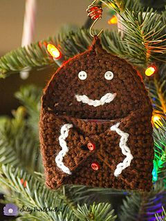 Gingerbread Hugs Gift Card Holder pattern by Katie Clary
