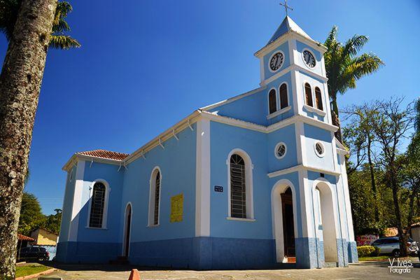 Igreja na Praça central do distrito São Francisco Xavier, zona norte de São José dos Campos
