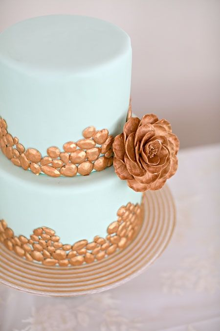 Mint wedding cake with beautiful gold details - It seems I'm all about the gold cakes lately, but I don't think that's a bad thing.