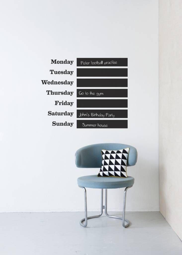 Met de decoratieve interieurstickers van Ferm Living creëer je gemakkelijk een nieuwe look in je woonkamer in slechts enkele minuten. Er kan ook met krijt op d