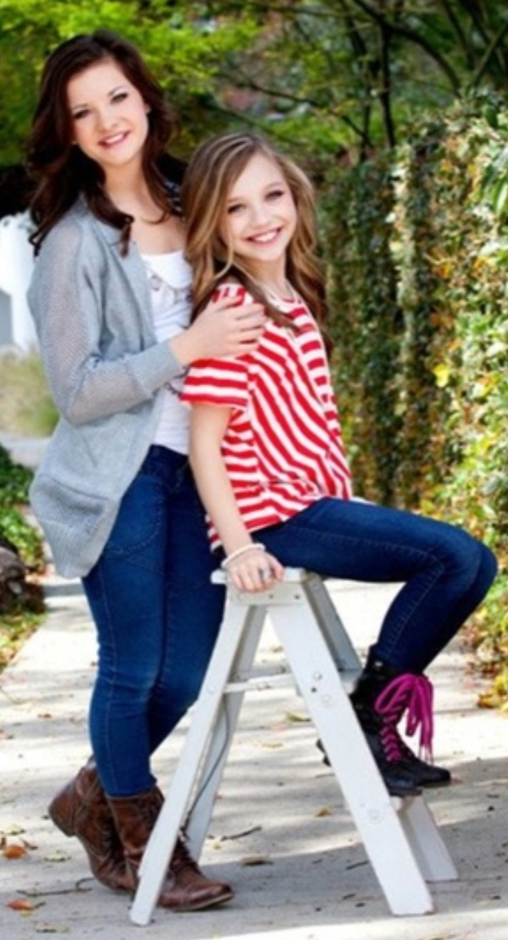 Brooke Hyland and Maddie Ziegler from dance moms! They r my favorite !