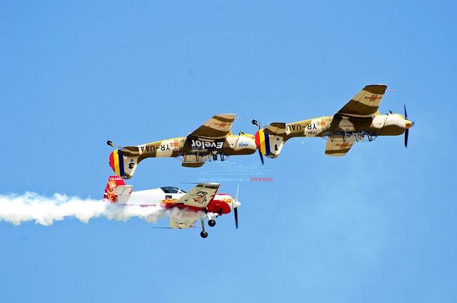 IACARII ACROBATI – Acrobatic Yakkers –  2 YAK 52 + SUHOI 31
