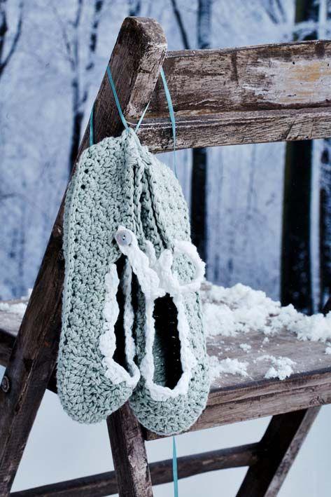 Crochet slippers http://www547.litado.edu.vn/category/qua-tang-ban-gai/ http://www547.litado.edu.vn/tag/tui-xach-cong-so/