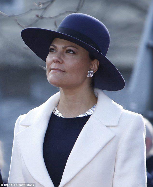 Princess Victoria of Sweden and Björn Weckstöms jewelry set. How elegant.