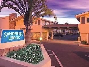 Santa Barbara (CA) Sandpiper Lodge - Santa Barbara United States, North America Located in Upper State, Sandpiper Lodge - Santa Barbara is a perfect starting point from which to explore Santa Barbara (CA). The hotel offers a wide range of amenities and perks to ensure you have a great time. To be found at the hotel are free Wi-Fi in all rooms, 24-hour front desk, facilities for disabled guests, business center, family room. Guestrooms are fitted with all the amenities you need...