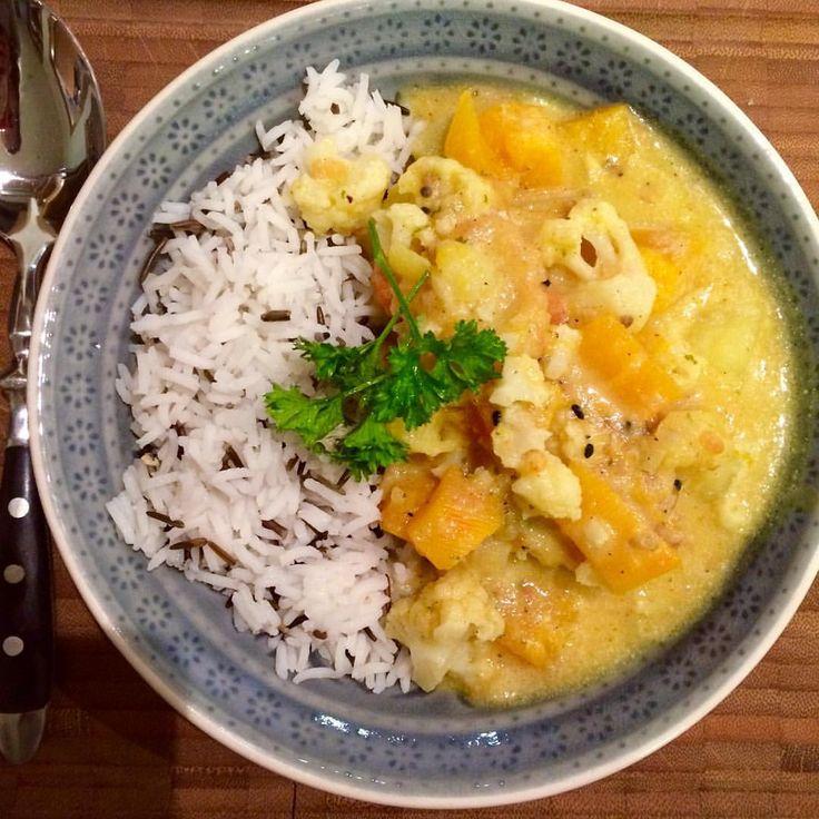 Habe mal wieder die gute alte #tajine ausgepackt und einen leckeren Eintopf aus #Blumenkohl, #Kürbis, #Kartoffel und #Tomate gezaubert. Dazu Basmati-Wildreis ❤️☺️ Veggie stew made of pumpkin, potato, tomato and cauliflower #carbthefuckup #highcarb #rice #Dinner #essen #yummy #yummyinmytummy #vegetables #gemüse #veggies #veggiestew #vegetarisch #vegan #glutenfrei #glutenfree #soyfree #sojafrei #food #foodpic #instafood #soulfood #veganglutenfree #foodblog #foodinspo