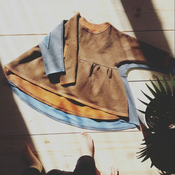 "Niečo pohodlné, mäkké, oversize, ležérne... Ideálne na leňošenie aj zábavu . Tehlové či sivo-modré? ❤ z lásky pre malé veľké lásky ❤  Something comfortable, soft, oversized, casual... Something perfect for lounging and entertainment too . ""Brick"" or gray-blue color? ❤ with love for little big loves ❤  #oversizedBabyDress, #almostReadyForEshop, #TAKITAK, #TAKITAK_kids, #zLáskyPreMaléVeľkéLásky, #zLáskyPreLásky, #MadeInSlovakia, #HandmadeBabyClothes, #coolKids, #BabyFashion"