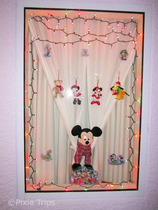 Best 25 disney window decoration ideas on pinterest for Diy hotel decor