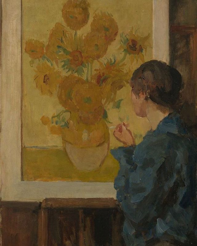 On 7 October 1934 the artist Isaac Israëls passed away. In 1918 Van Gogh's sister-in-law Johanna van Gogh-Bonger lent several paintings to Israëls, including a version of Vincent's 'Sunflowers'. That famous work inspired several of Israels's own paintings, among them 'Woman standing in front of Van Gogh's Sunflowers'. #vincentvangogh #isaacisraels #sunflowers #painting #woman #vangoghmuseum #amsterdam #inspired