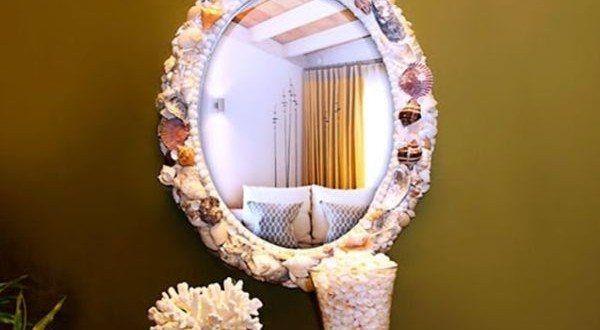 Você pode fazer uma linda moldura de espelho com conchas para decorar de forma primorosa qualquer espaço de seu lar. E como cada peça será diferente da