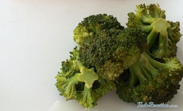 Brócolis cozido no vapor