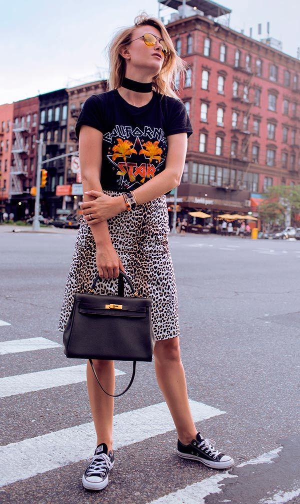 Street style look com saia onça.