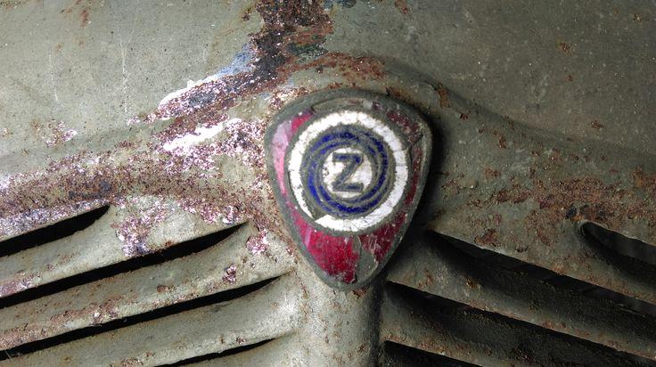 Znak na kapotu Zetka Z4