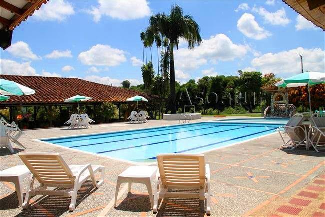 AGRO HOTEL CAMINO DEL PARQUE EL hotel se encuentra ubicado en el Km.2 del corregimiento de Pueblo Tapao vía a la Tebaida; Punto estratégico para su fácil desplazamiento a sitios de la región.