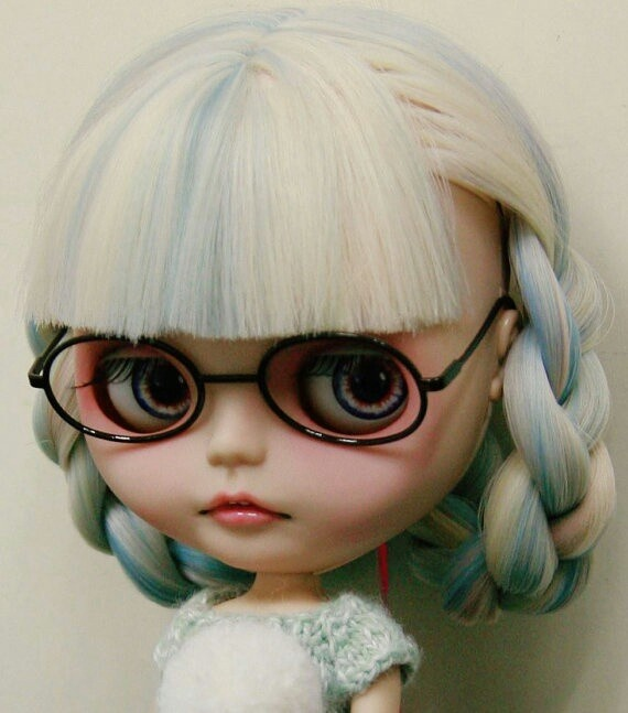 White Haired Bang & Pigtails Hairstyle, Eyeglasses wearing Blythe Doll.