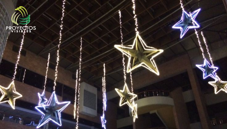 Decoración de vacíos para espacios comerciales tanto para interiores como exteriores. Iluminación navideña