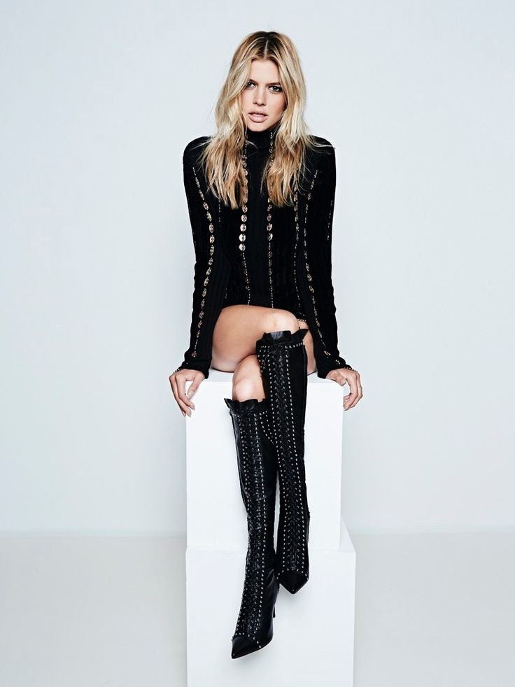 Sports Illustrated Swimsuit model Kelly Rohrbach turns up the heat for the September 2015 issue of S Moda Magazine, rocking body conscious styles. Photographed by Henrique Gendre and styled by Nirave, the blonde beauty rocks a mix of jumpsuits, dresses and biker jackets from top brands including Alexander Wang, Versace and Dsquared2.