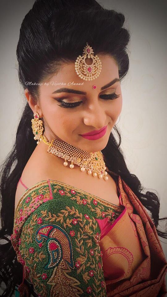Sujitha looks gorgeous for her reception. Makeup and hairstyle by Vejetha for Swank Studio. Pink lips. South Indian bride. Eye makeup. Bridal jewelry. Bridal hair. Silk sari. Bridal Saree Blouse Design. Indian Bridal Makeup. Indian Bride. Gold Jewellery. Statement Blouse. Tamil bride. Telugu bride. Kannada bride. Hindu bride. Malayalee bride. Find us at https://www.facebook.com/SwankStudioBangalore