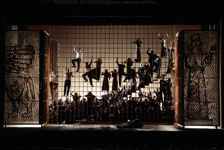 Opera de Nabucco. Theatro Municipal do Rio de Janeiro. Cenografia: Renato Theobaldo.