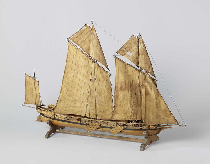 Joachim Pieter Asmus | Model van een kanonneergalei, Joachim Pieter Asmus, c. 1800 - c. 1807 | Getuigd spantmodel van een platbodem kanonneergalei met zeilen en acht en twintig roeiriemen, op standaard, incompleet. Het schip heeft één dek plus een verhoogde achterplecht met een onderslede voor geschut. Het galjoen is erg laag en in de boeg staat een zwaar kanon. Vier kleine stukken in de zijden. Platte spiegel, hol wulf, klein gesloten hek; breed roer met helmstok varend onder de slede van…