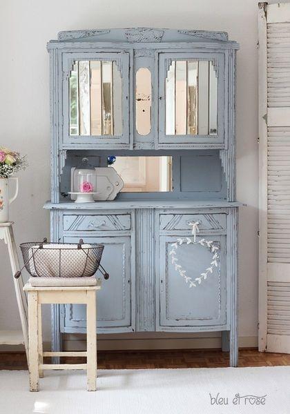 Vaisselier adorable avec jeux de miroirs