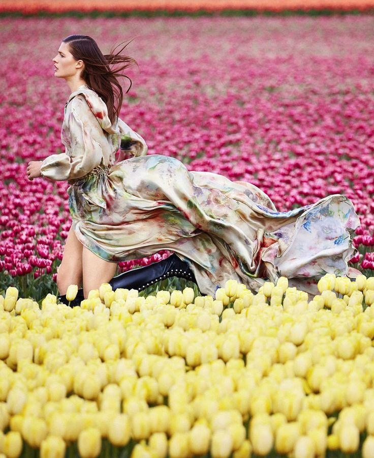Julia Van Os by Daniel Riera for Harper's Bazaar August 2017 | Editorials Fashion Trends