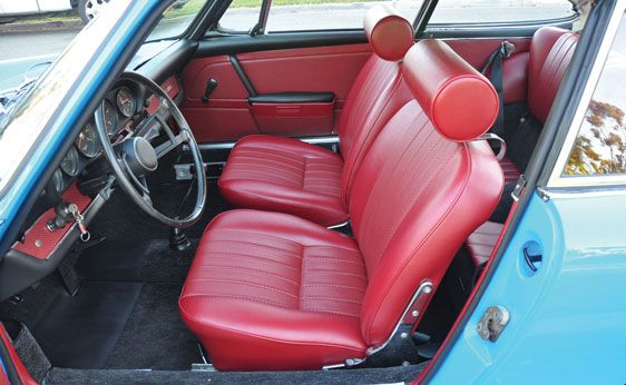 1968 Porsche 911L Coupe: blue with red interior is amazing!