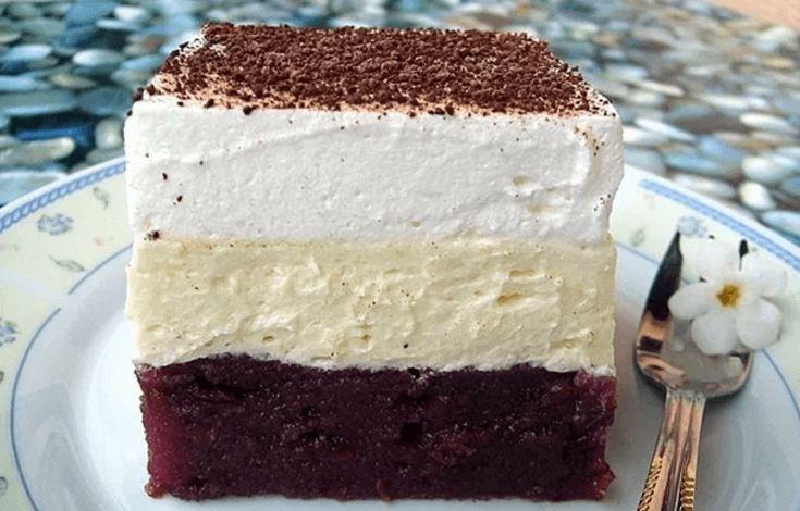 Jestli si chcete připravit rychlý dezert, tak se zde nabízí tento koláč se třemi vrstvami. Základ je třešňový kompot s vodou a cukrem, potom máme klasický pudink s máslem a nakonec vyšlehaná šlehačka. Recept je jednoduchý a velmi rychlý, nemusíme ho péct, vychladí se v lednici a můžeme podávat. Co budeme potřebovat: Těsto 2 třešňové …